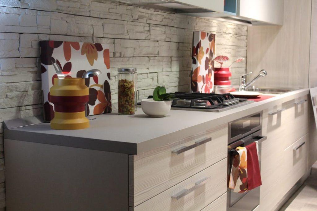 Oświetlenie kuchni w pytaniach i odpowiedziach