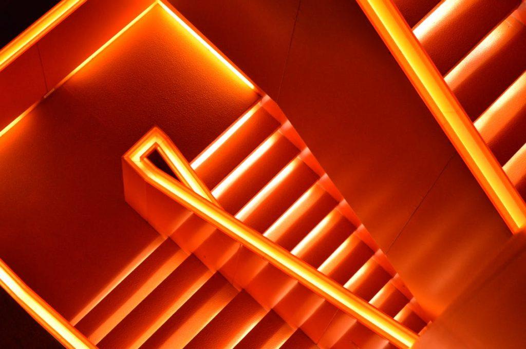 Bezpieczne oświetlenie schodowe