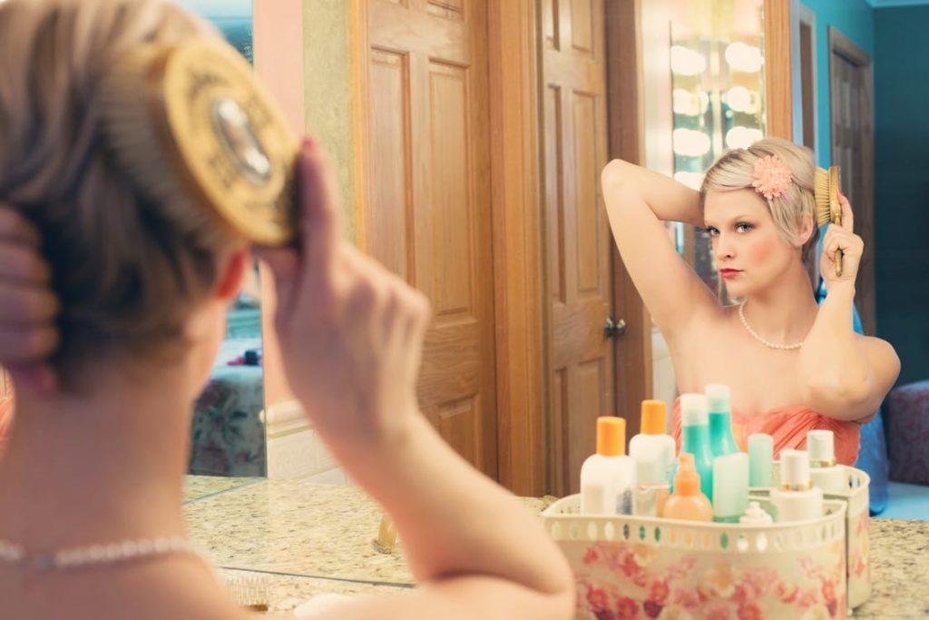 Idealne oświetlenie toaletki – podstawa udanego makijażu